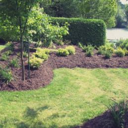 Aménagement de plates-bandes et d'espaces jardin.